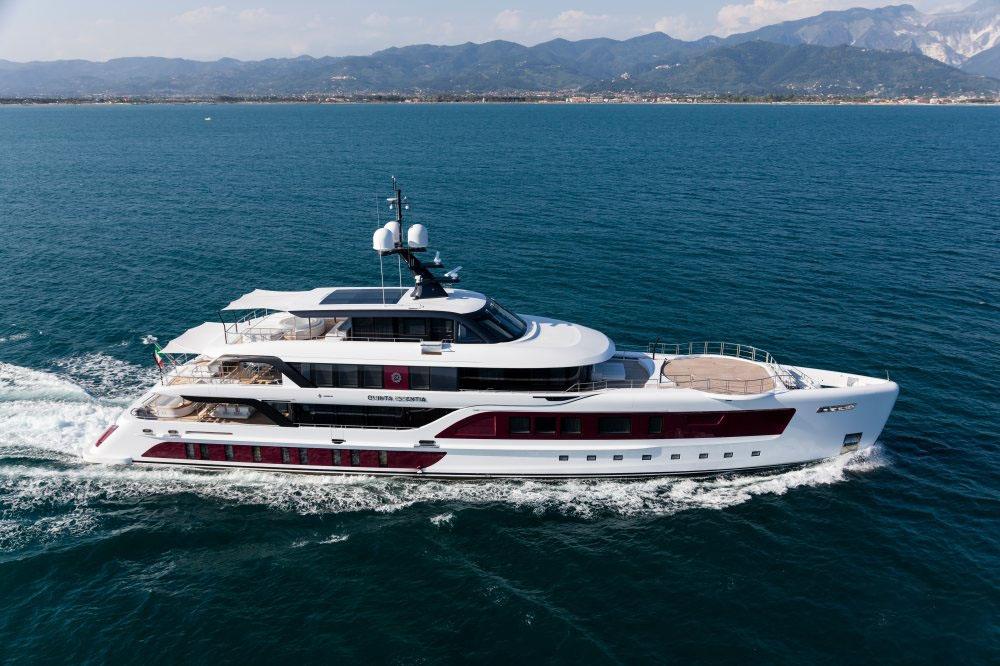 私人游艇意大利混合动力艇 Admiral Quinta Essentia55米