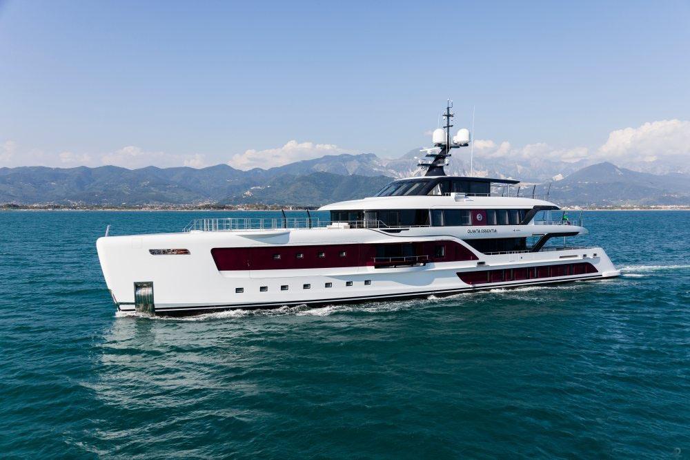 私人游艇意大利混合动力艇 Admiral Quinta Essentia55米 大图2