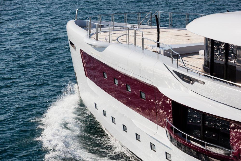 私人游艇意大利混合动力艇 Admiral Quinta Essentia55米 大图3