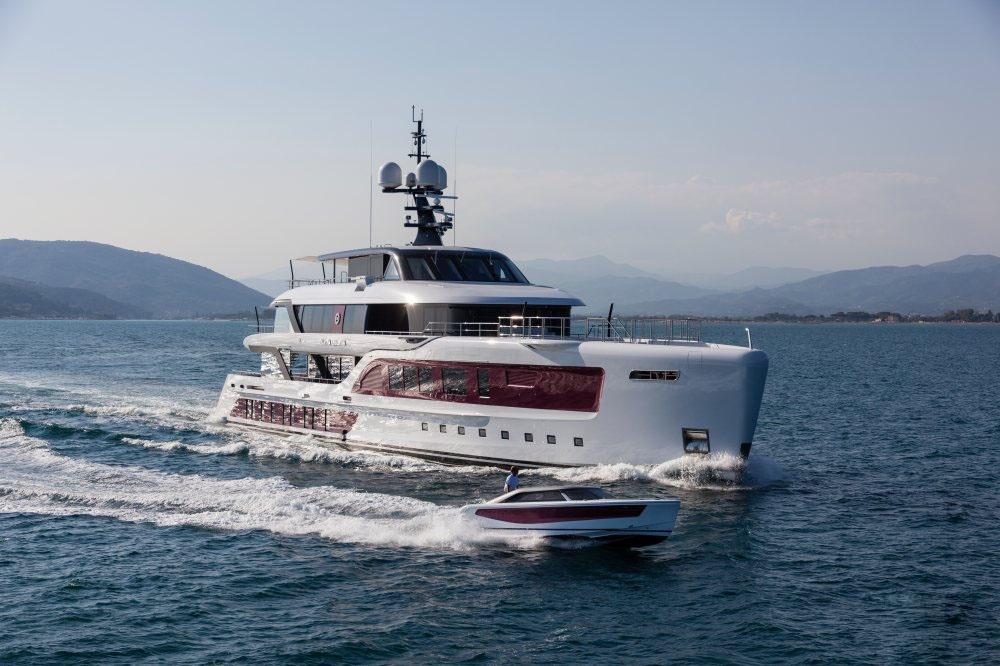 私人游艇意大利混合动力艇 Admiral Quinta Essentia55米 大图13